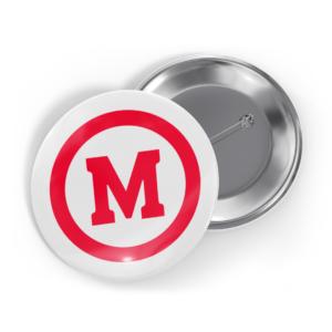 """Bottom branco com M de """"Mackenzie"""" vermelho e um círculo vermelho ao redor da letra."""